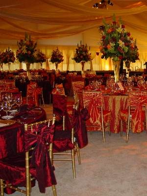 Image of wedding tent set at Omaha Country Club in Omaha, Ne