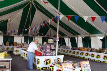image of 40 X 60 green and white firework tent rental Lincoln Nebraska & 40 X 60 Festival Firework Stand Tent