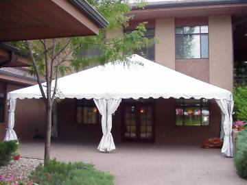 Thumbnail Half tent against building